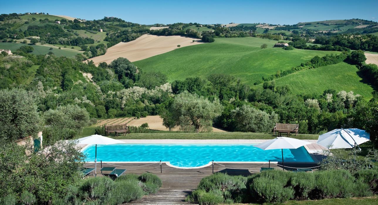 pool-marche-casal-dei-fichi-view