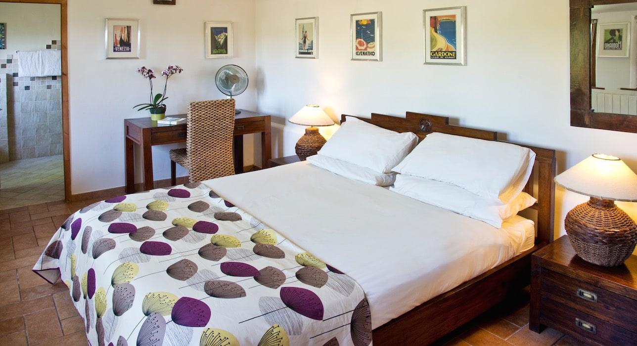 raffaello-bedroom-marche-casal-dei-fichi-ensuite